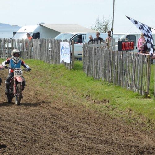 Dan Palmer 229 Juinor B winner takes the chequered flag
